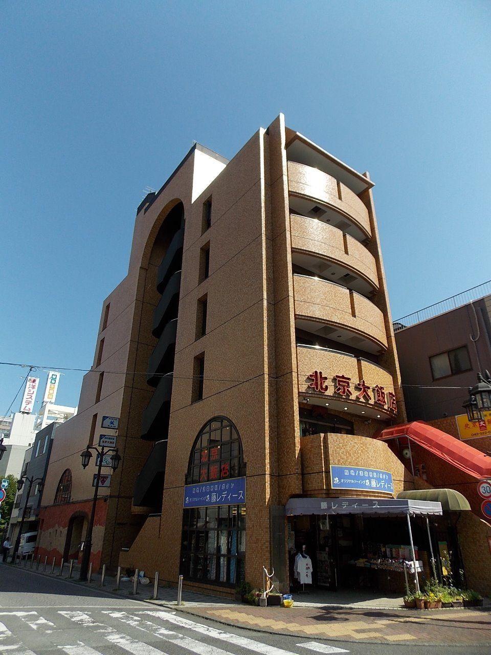 オネストヴィレッヂは立川駅に近い、賑わいのある場所に立地