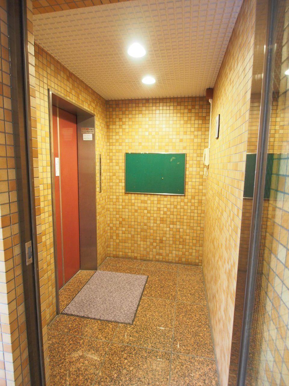 オネストヴィレッヂのエレベーターホール