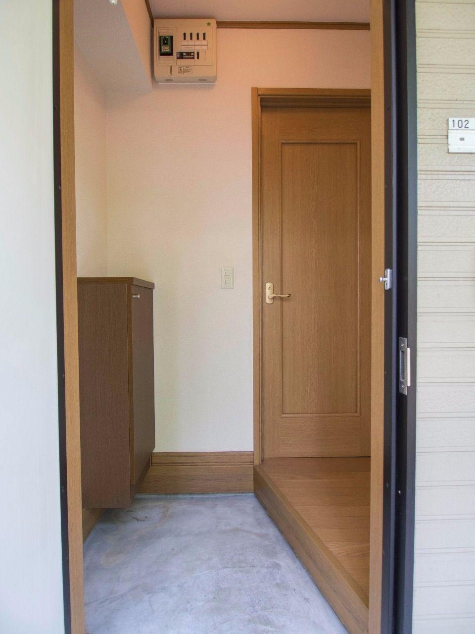掃除のしやすい土間打ちの玄関