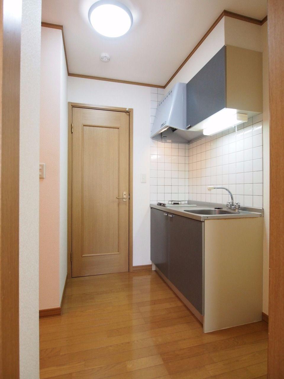 居室からキッチン方向