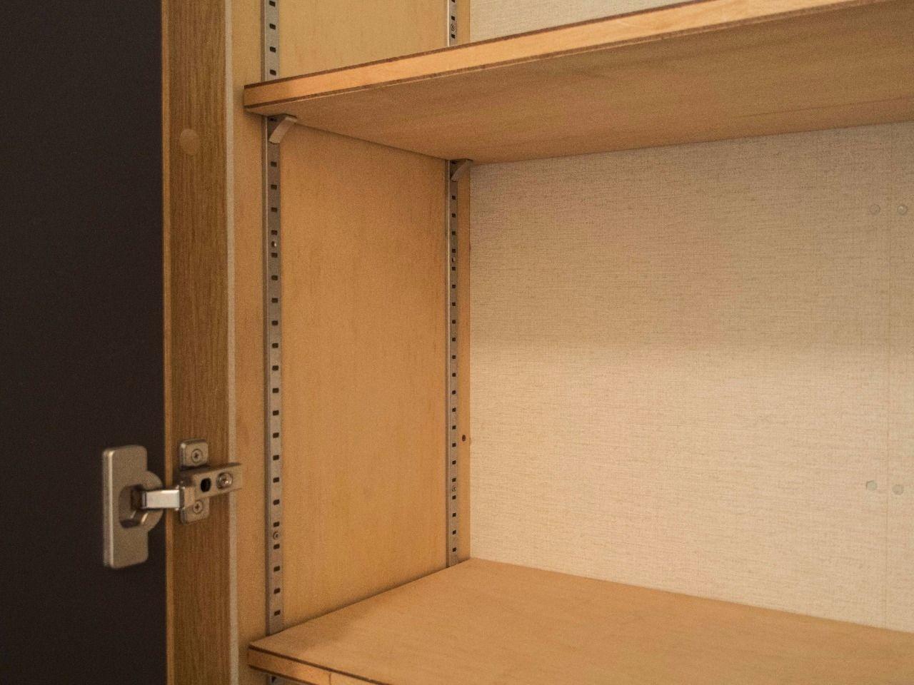 好きな高さに棚板を調整できる可動棚
