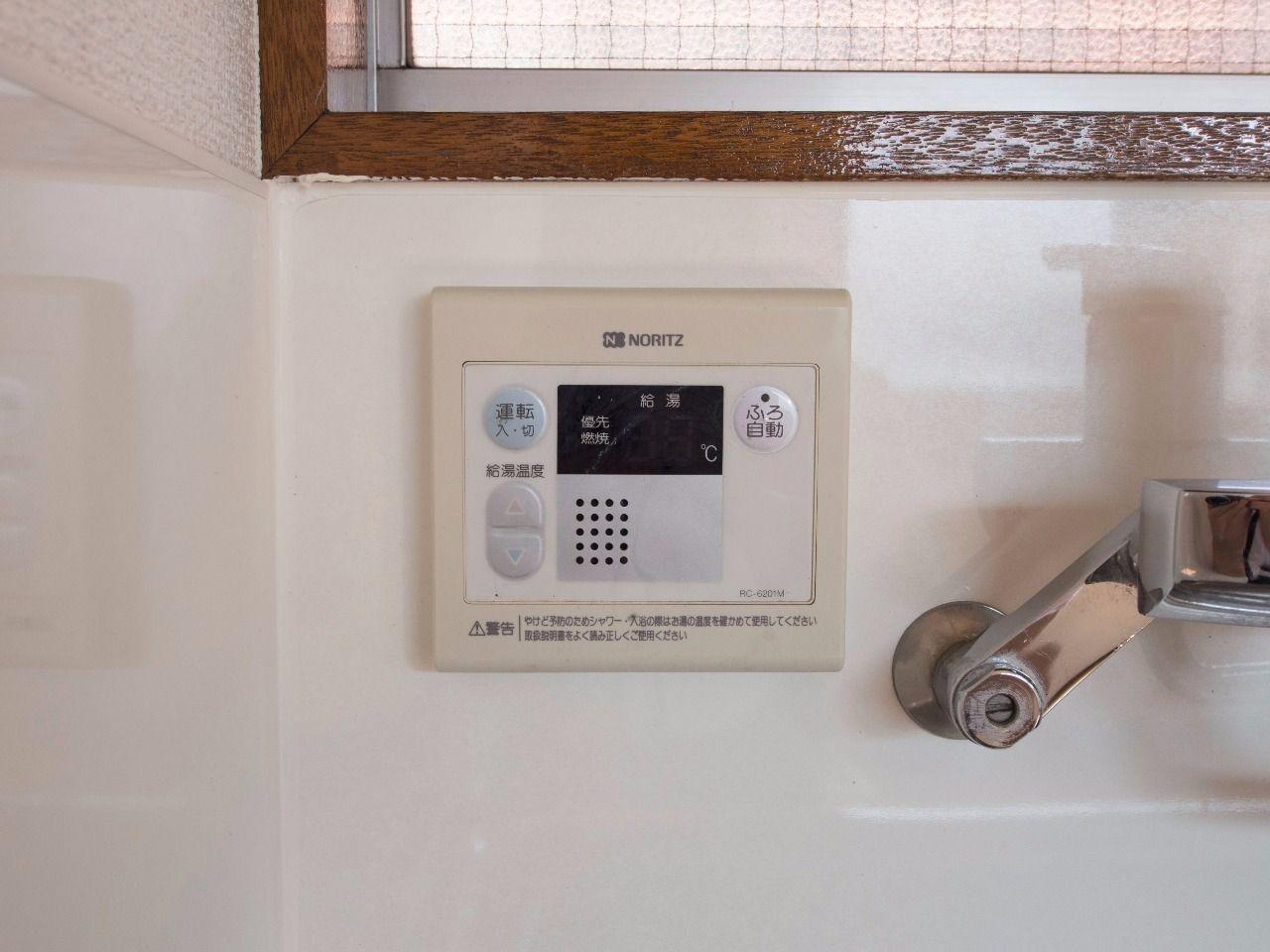キッチンでも湯温設定や浴室のお湯張りが可能