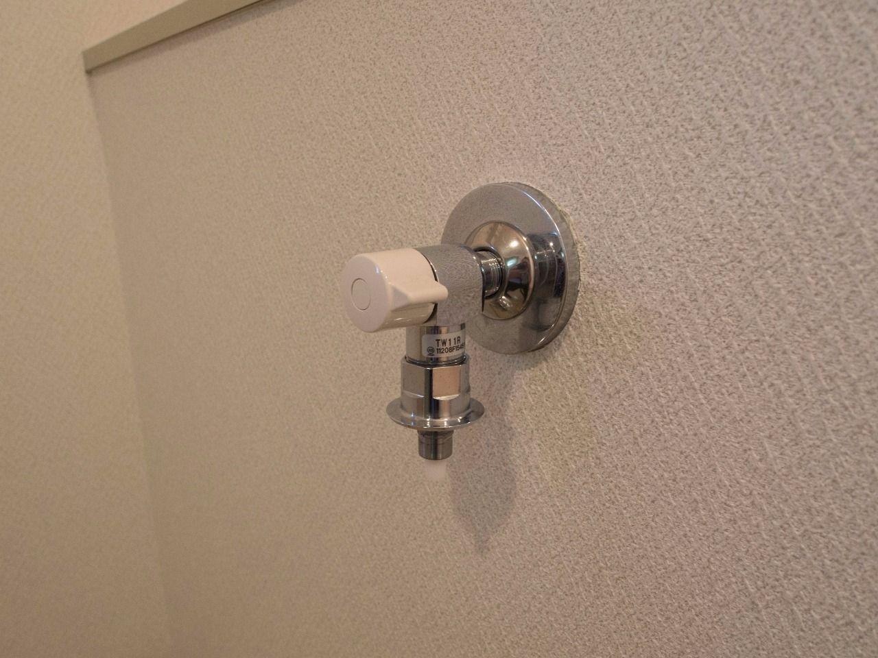 ワンタッチ式洗濯水栓でホースの取付も簡単