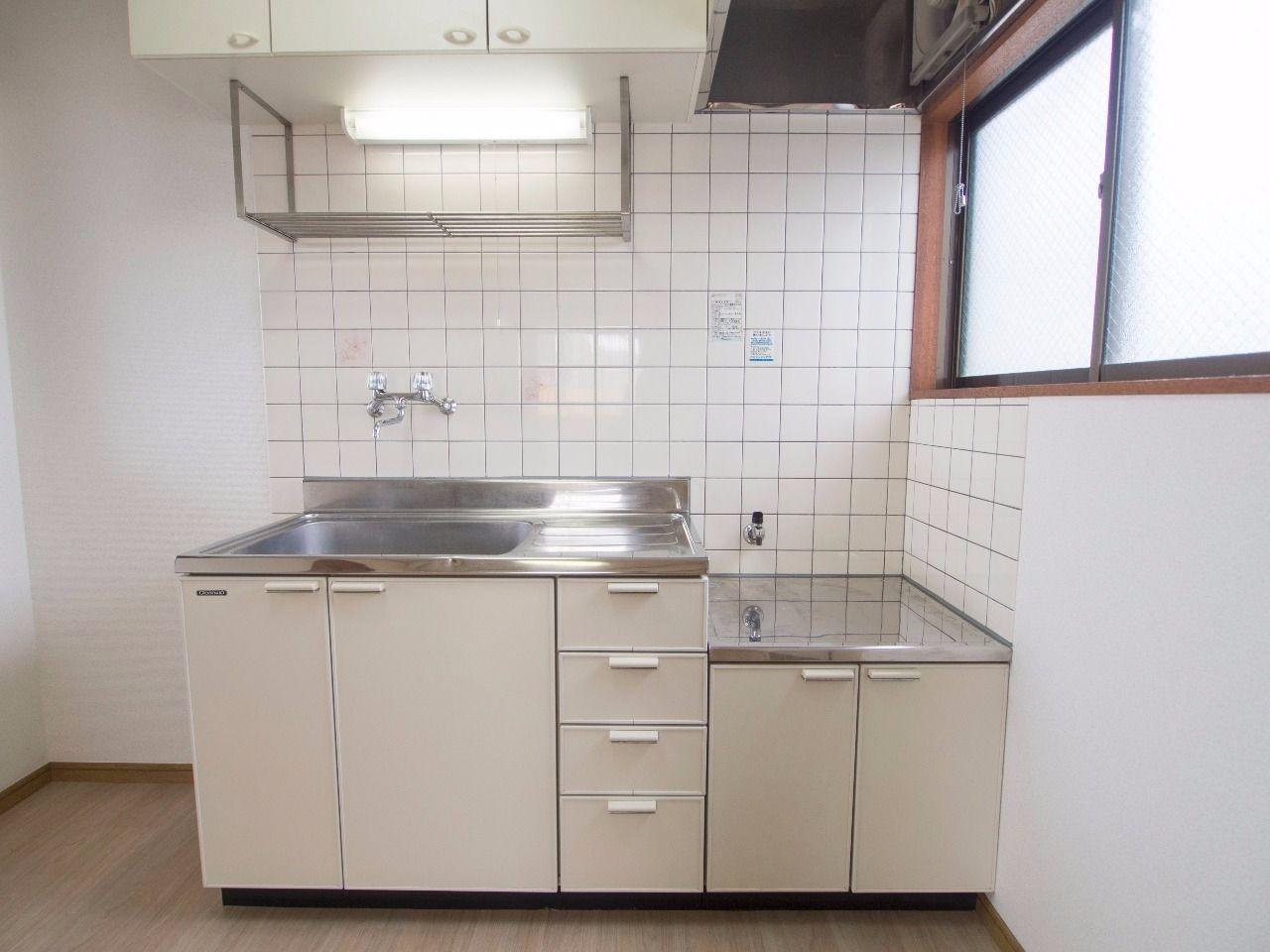 ガスコンロ対応で吊り戸棚のあるキッチン