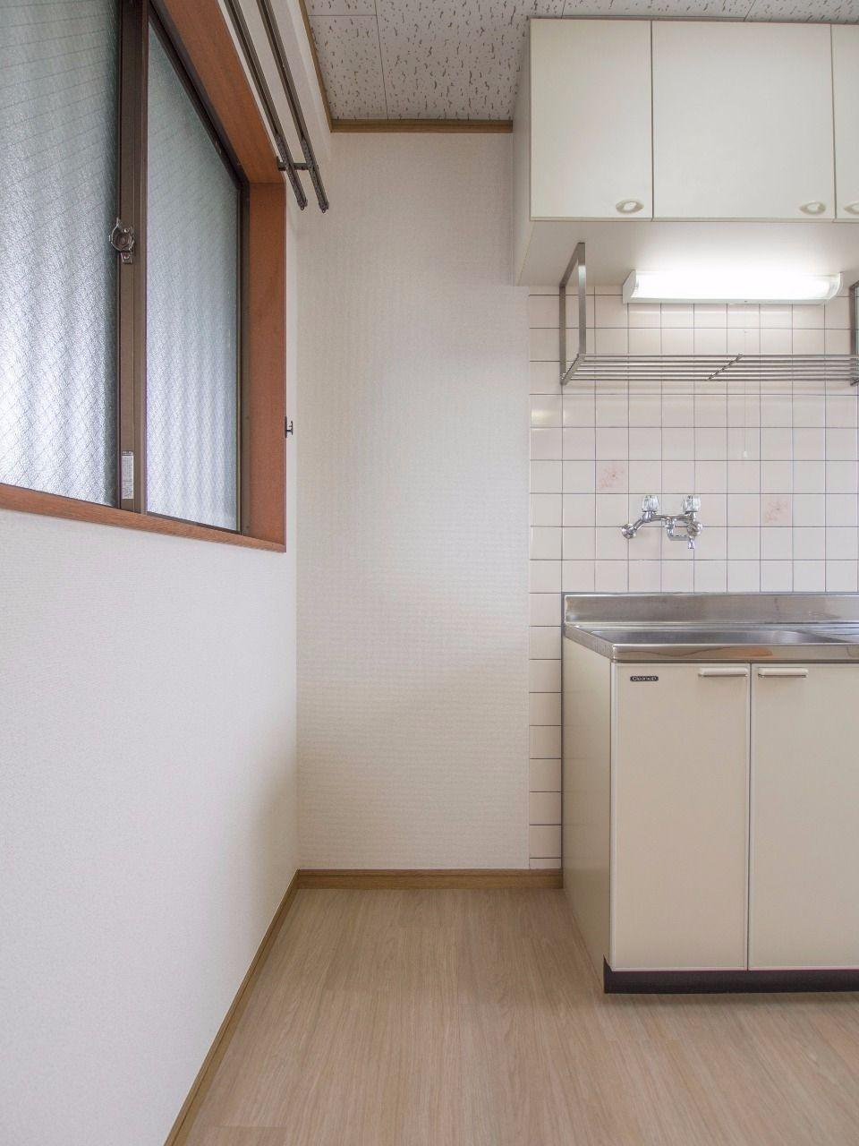 キッチン横の冷蔵庫置場