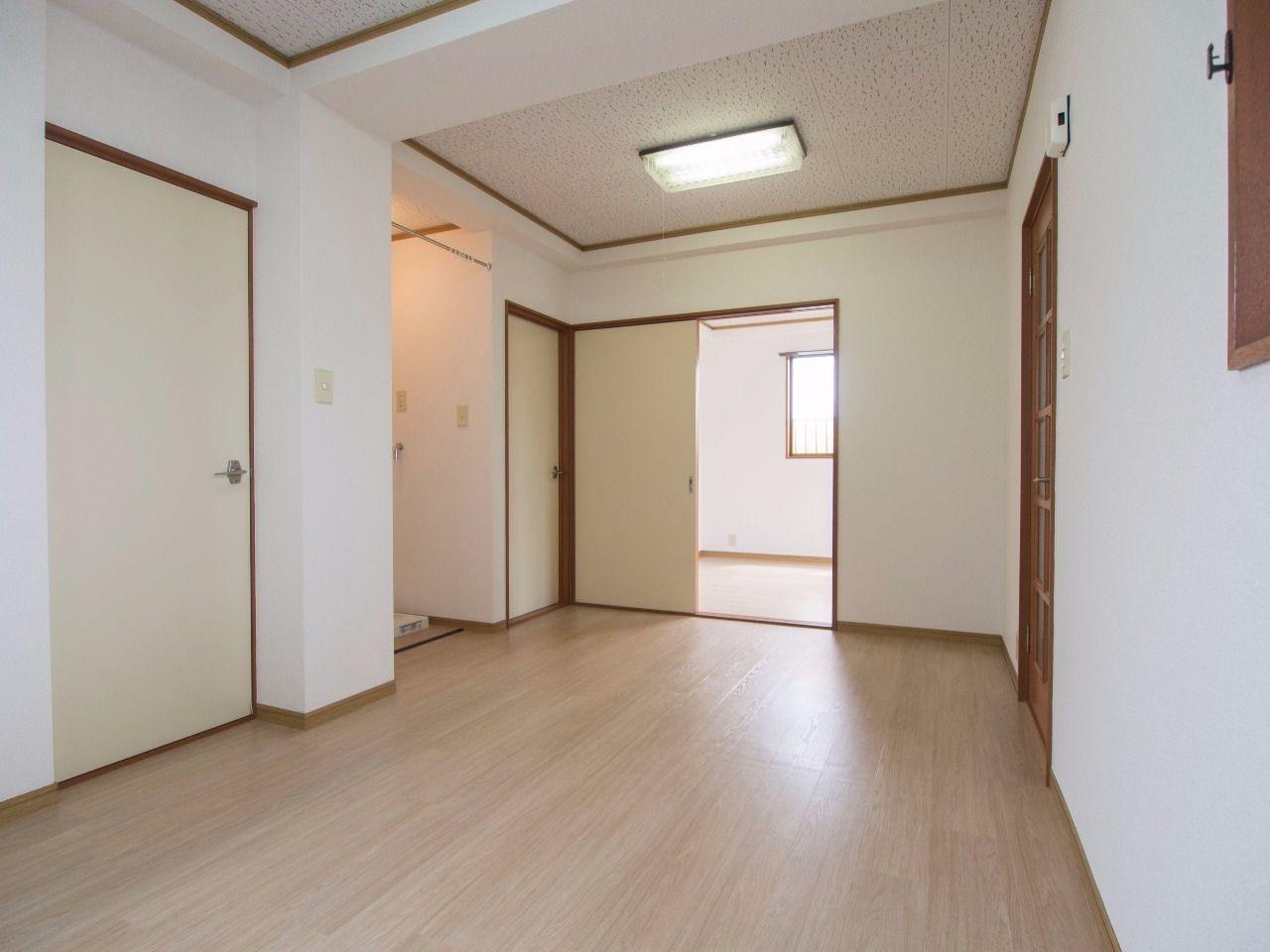 キッチン流し前から居室方向