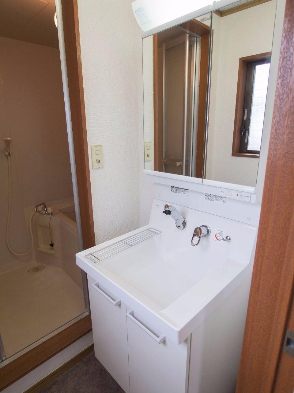 2面鏡の洗面台