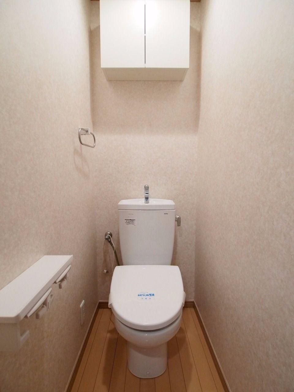 吊棚のあるトイレ