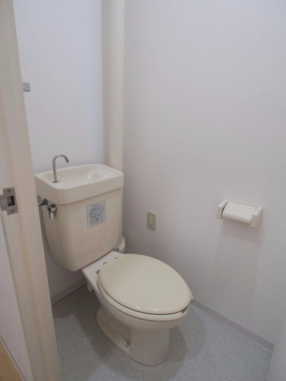 コンセントがあるので温水洗浄便座取付可能