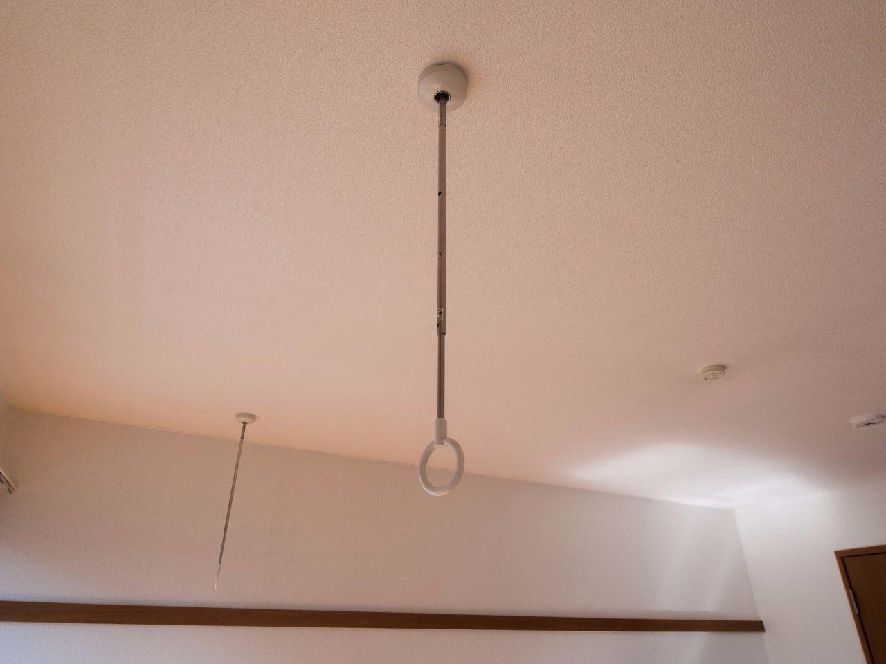物干竿を通すと室内干しが可能