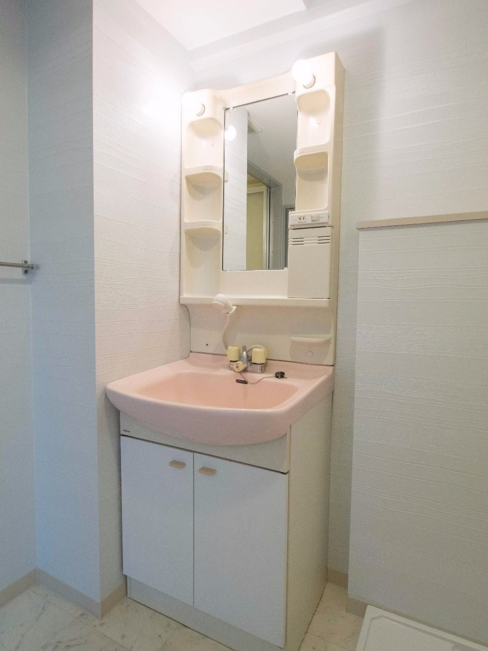 シャワー水栓付洗面台