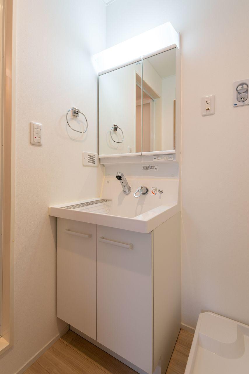 2面鏡のある洗面台
