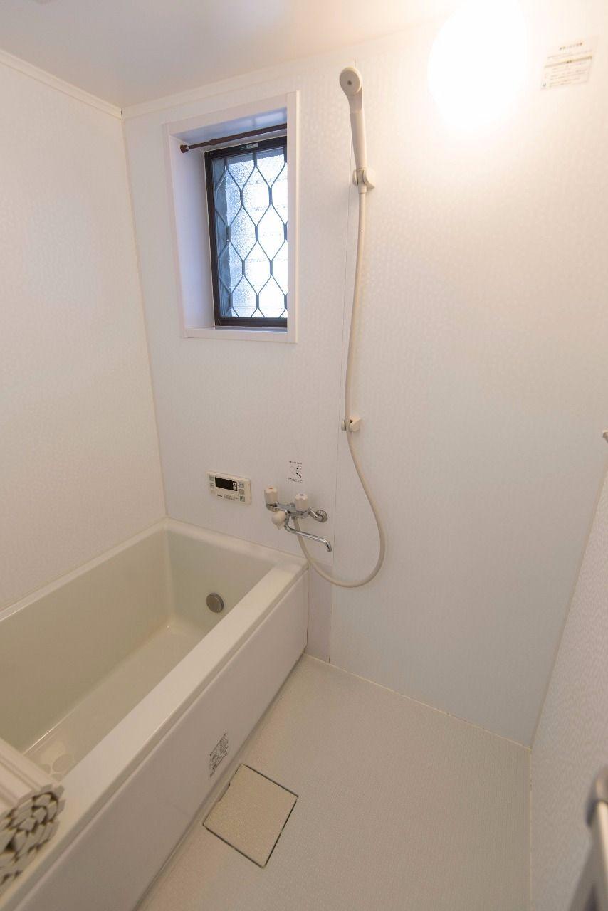 自動お湯張り機能付きのバスルーム