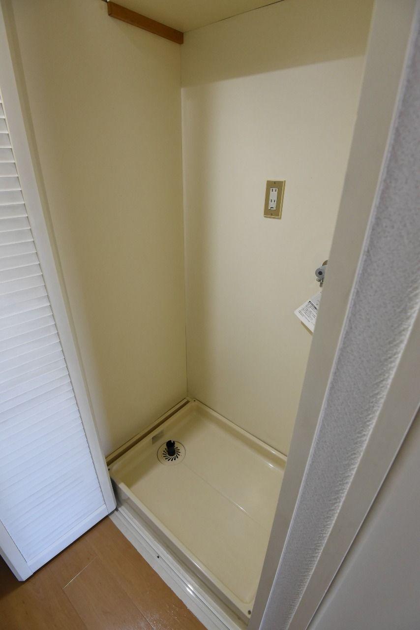 折戸で隠せる洗濯機置場