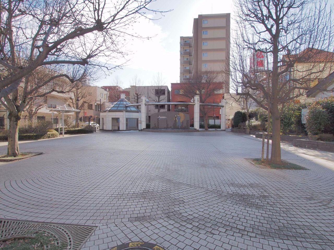 柴崎町の商業地域内の憩いの場