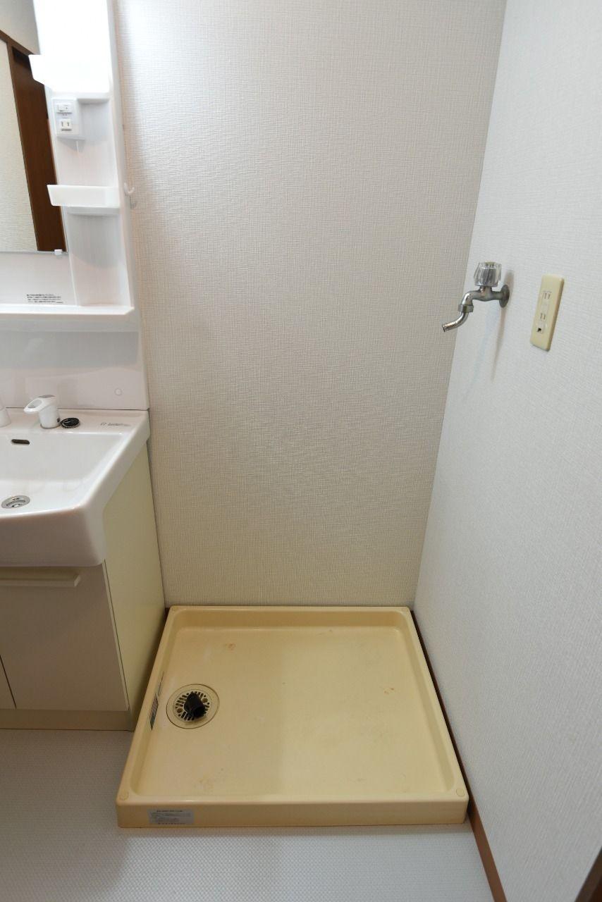 洗面台横の室内洗濯機置場