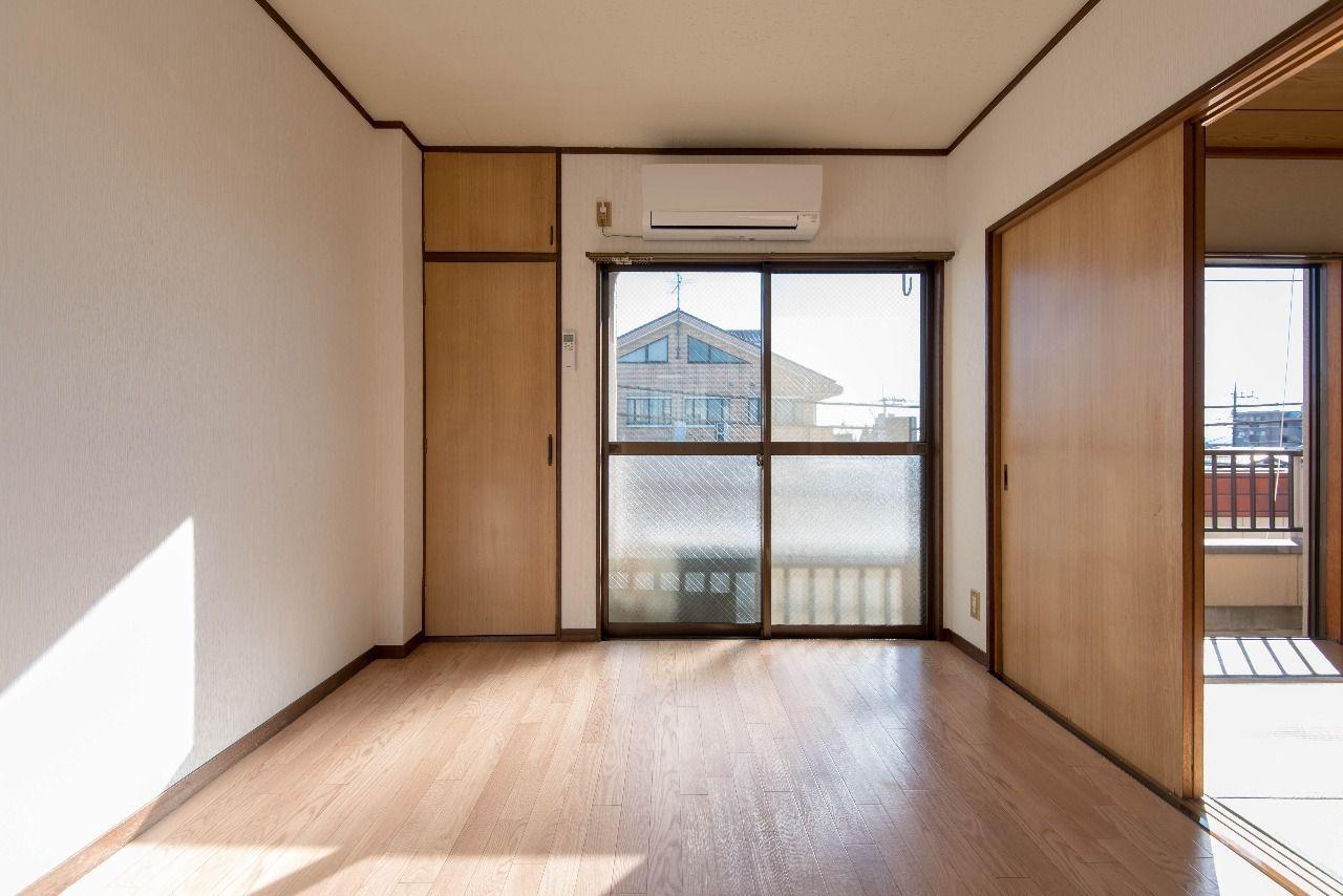 洋室の床材はクッションフロア