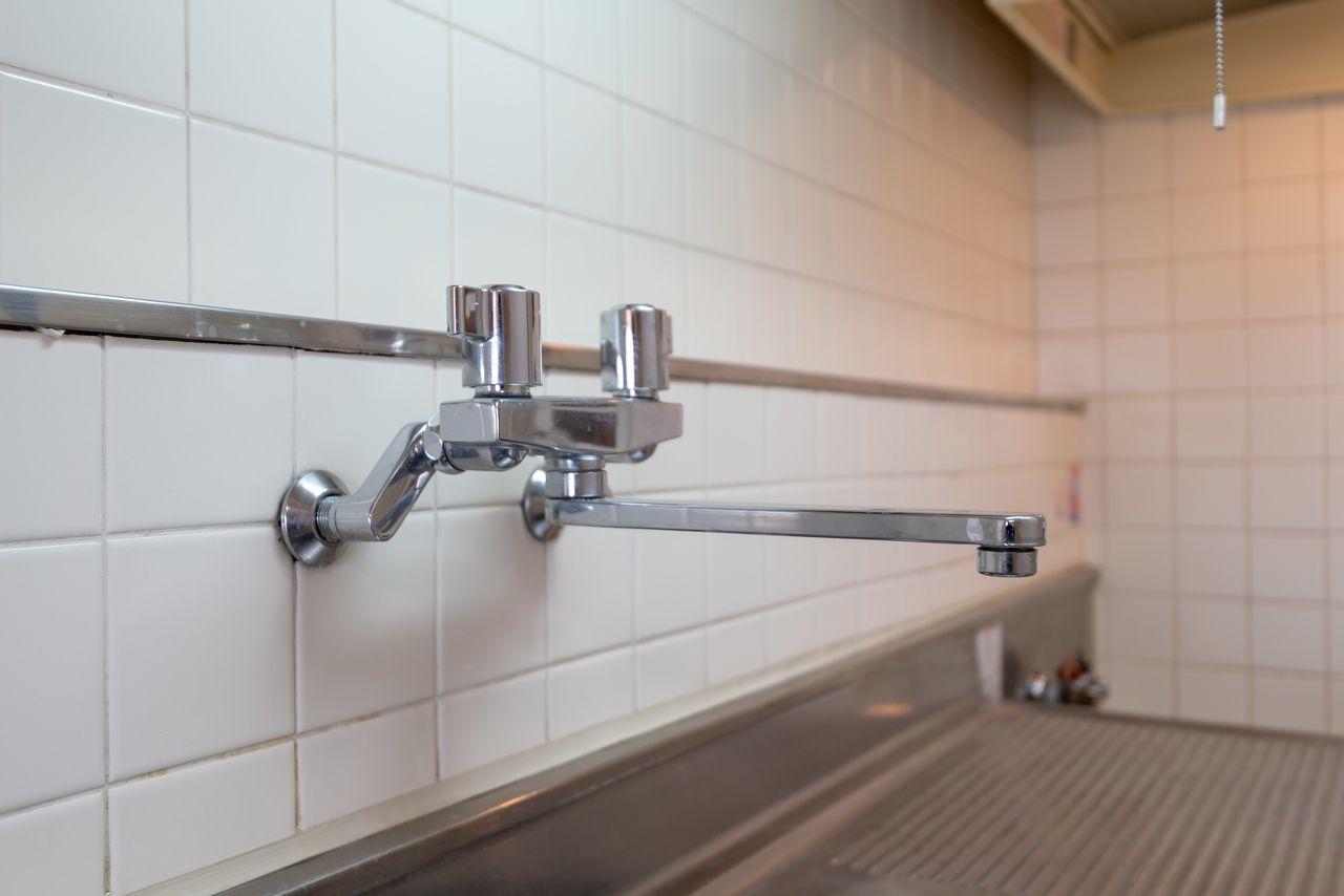 壁付けのオシャレな水栓