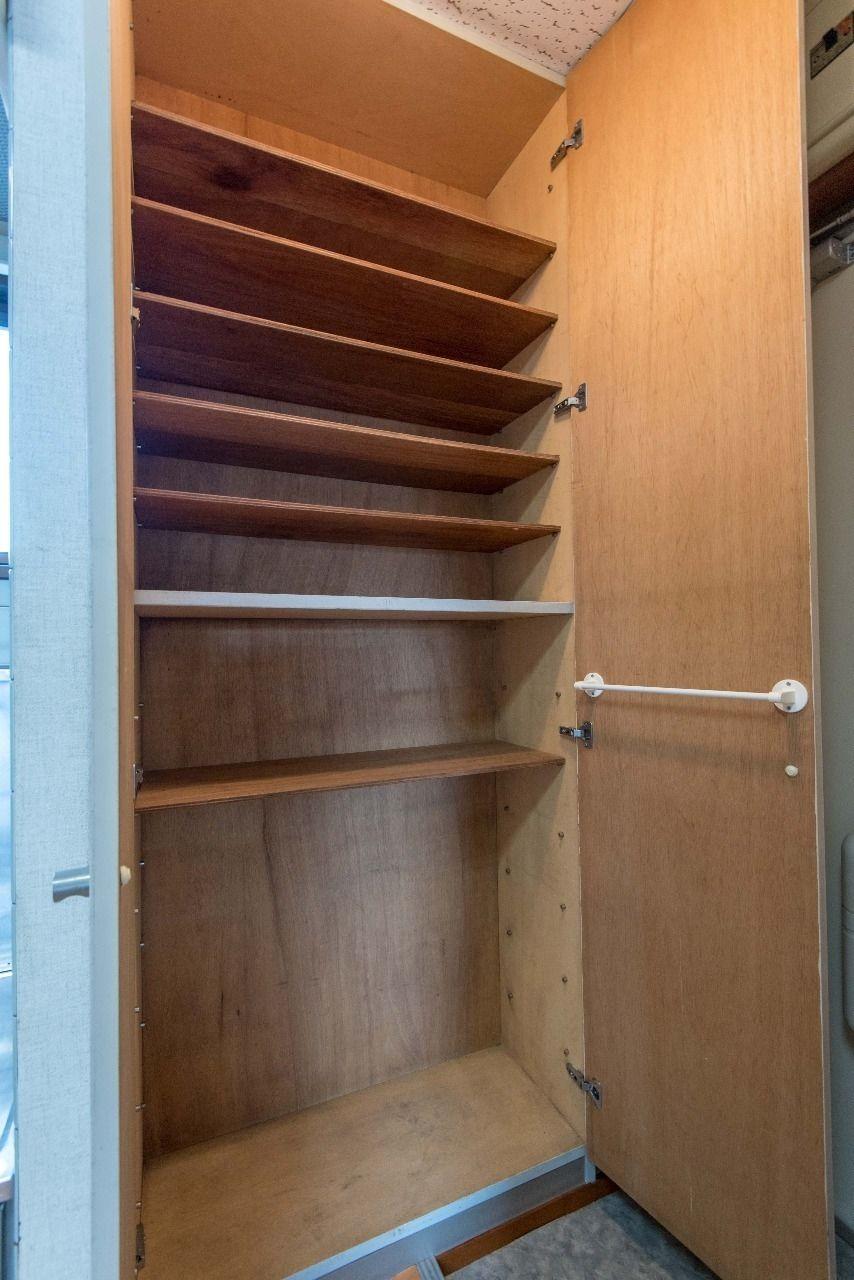 収納量の多い天井高の玄関クローゼット
