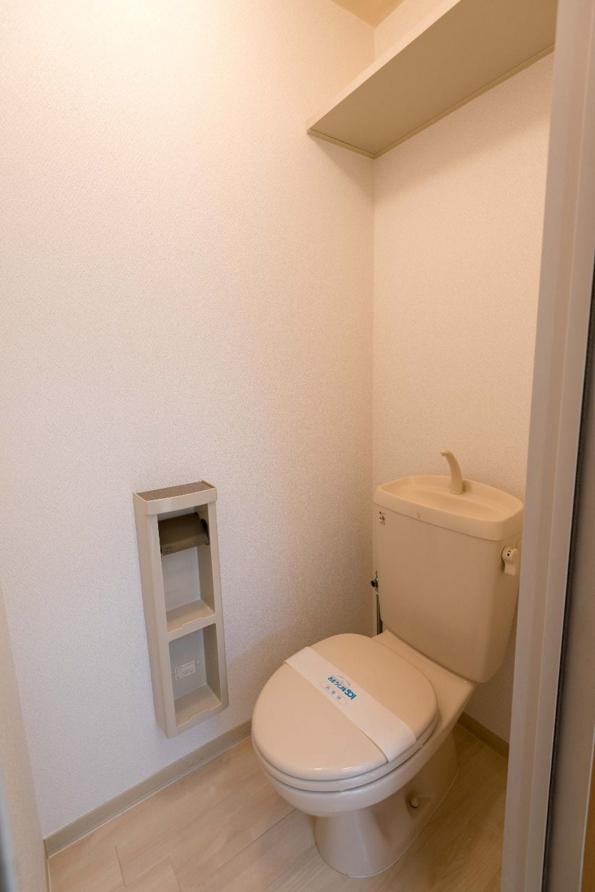 上棚とコンセントのあるトイレ