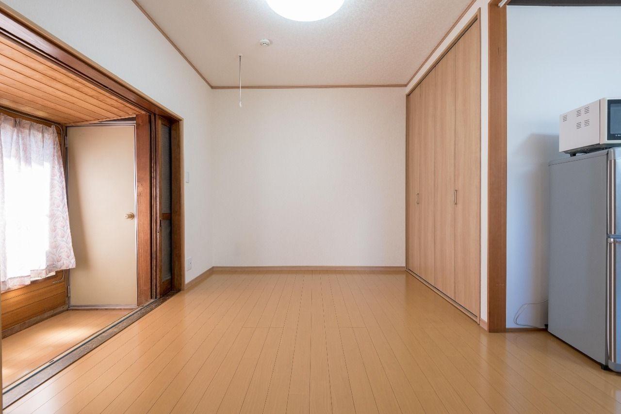 床は使い勝手の良いフローリング敷