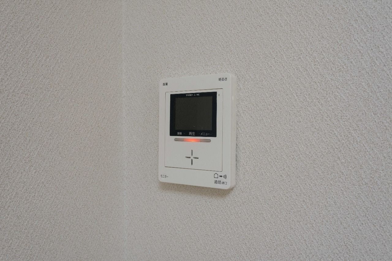 キッチンにあるモニター付インターホン