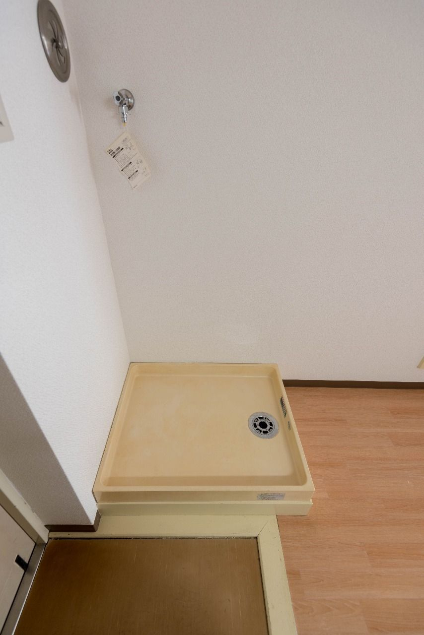 防水パンのある洗濯機置場