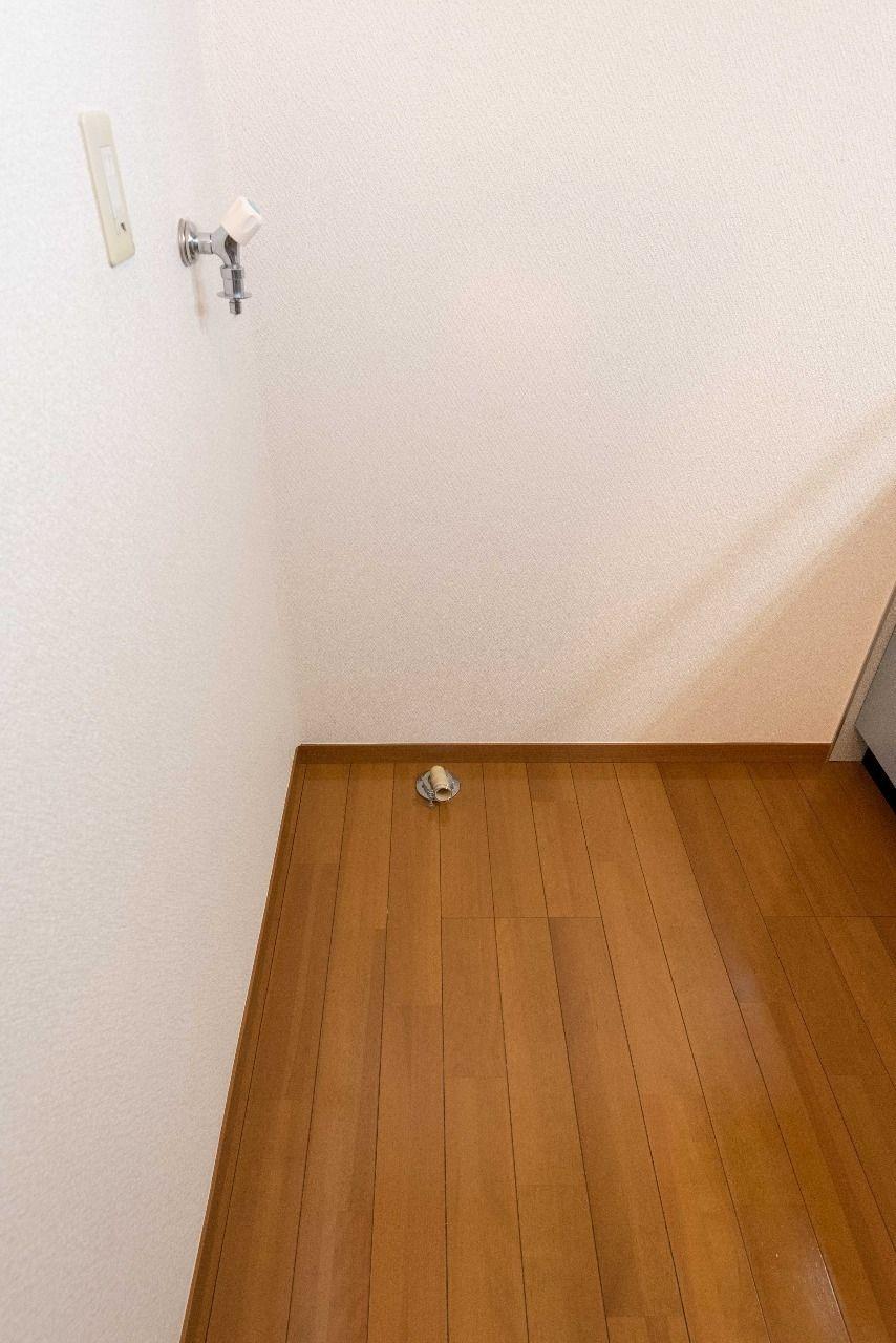 キッチン向かいの室内洗濯機置場