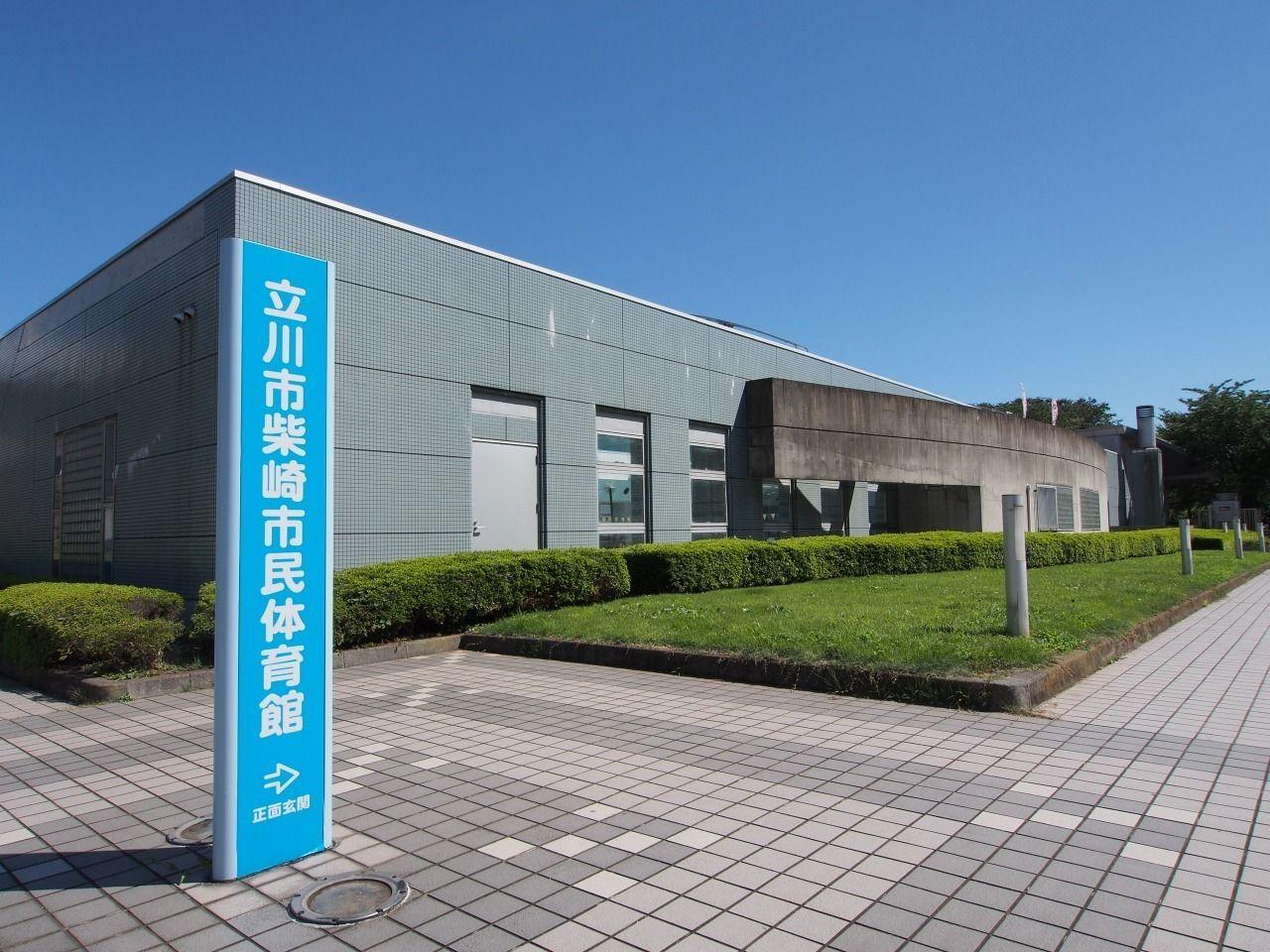 小川コーポ北側の温水プールもある体育館