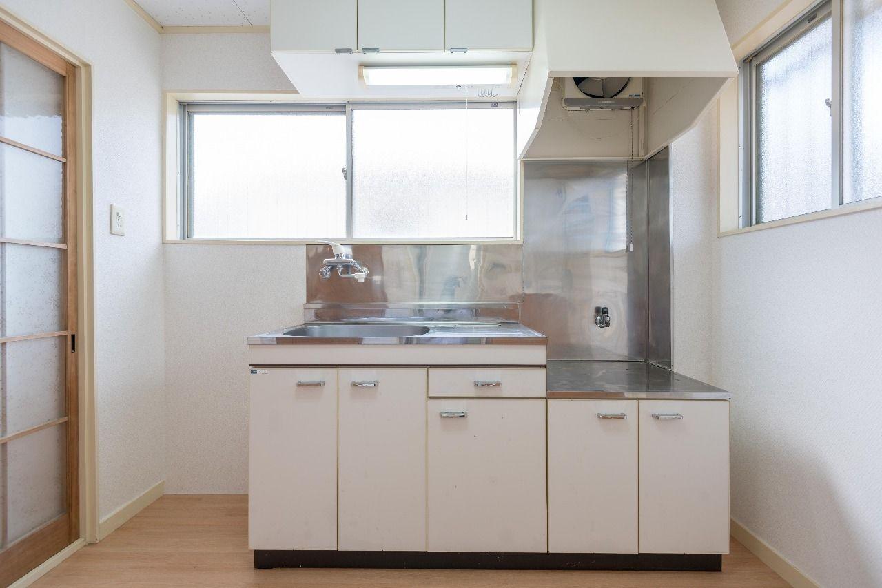 換気しやすい窓のあるキッチン