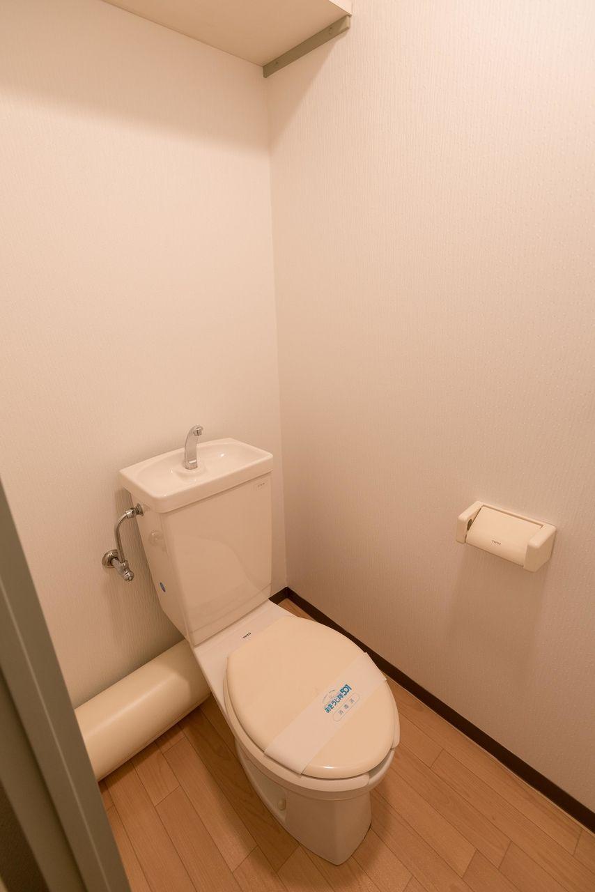 上棚付きのトイレ