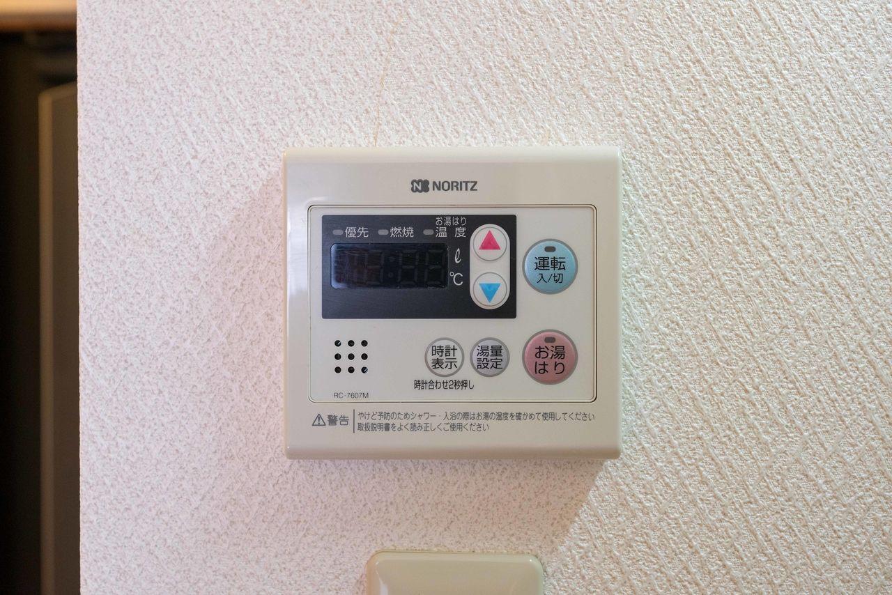 キッチン横に設置されたリモコン