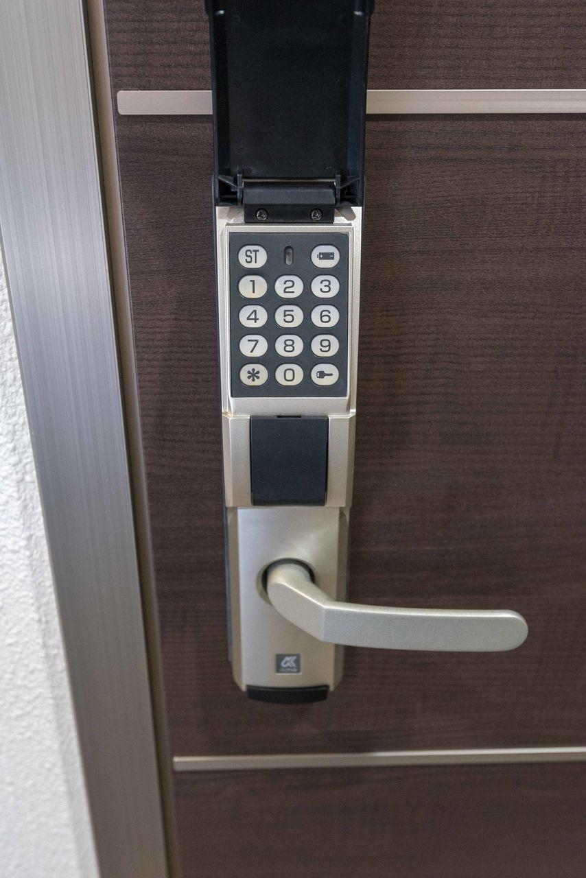 任意の番号(8桁まで)に設定可能なロック