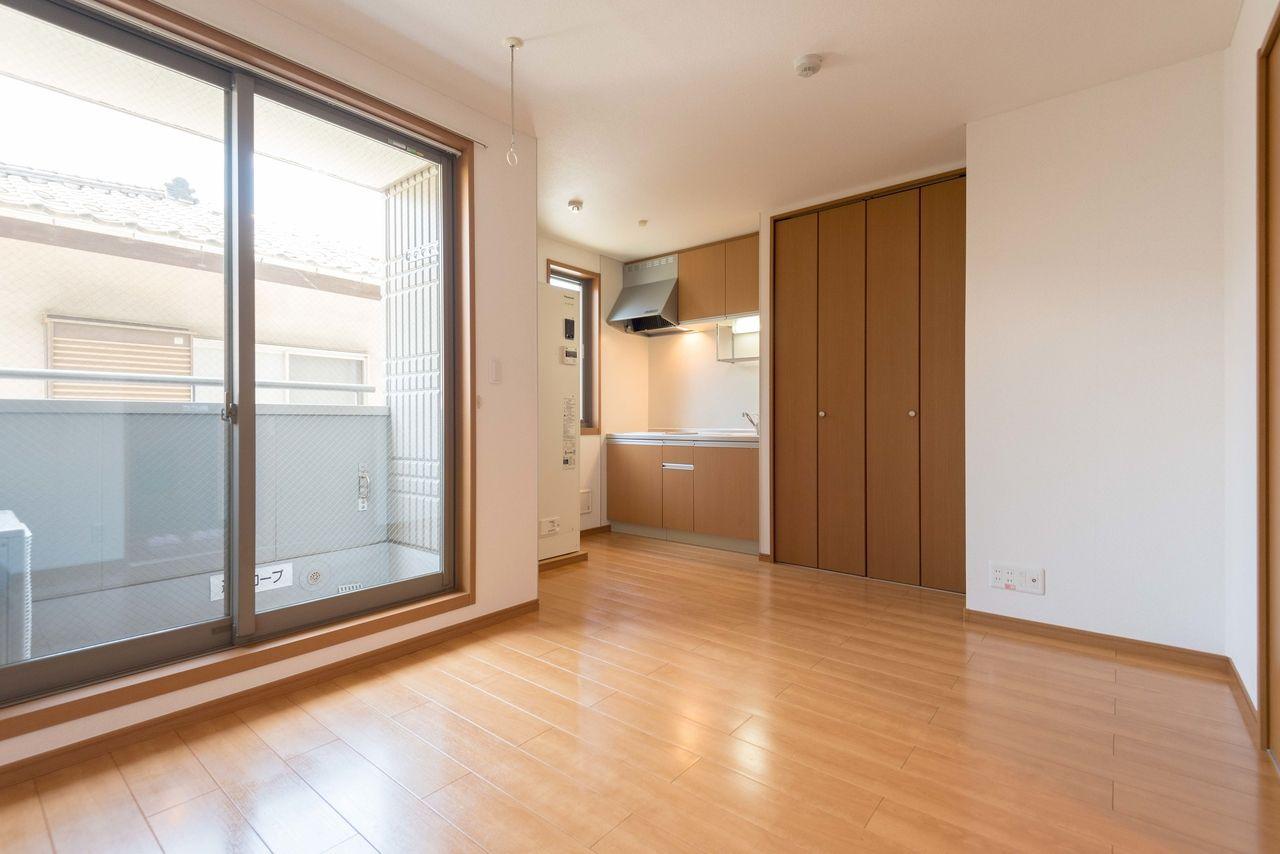 居室は南向きで窓からはしっかり採光可能
