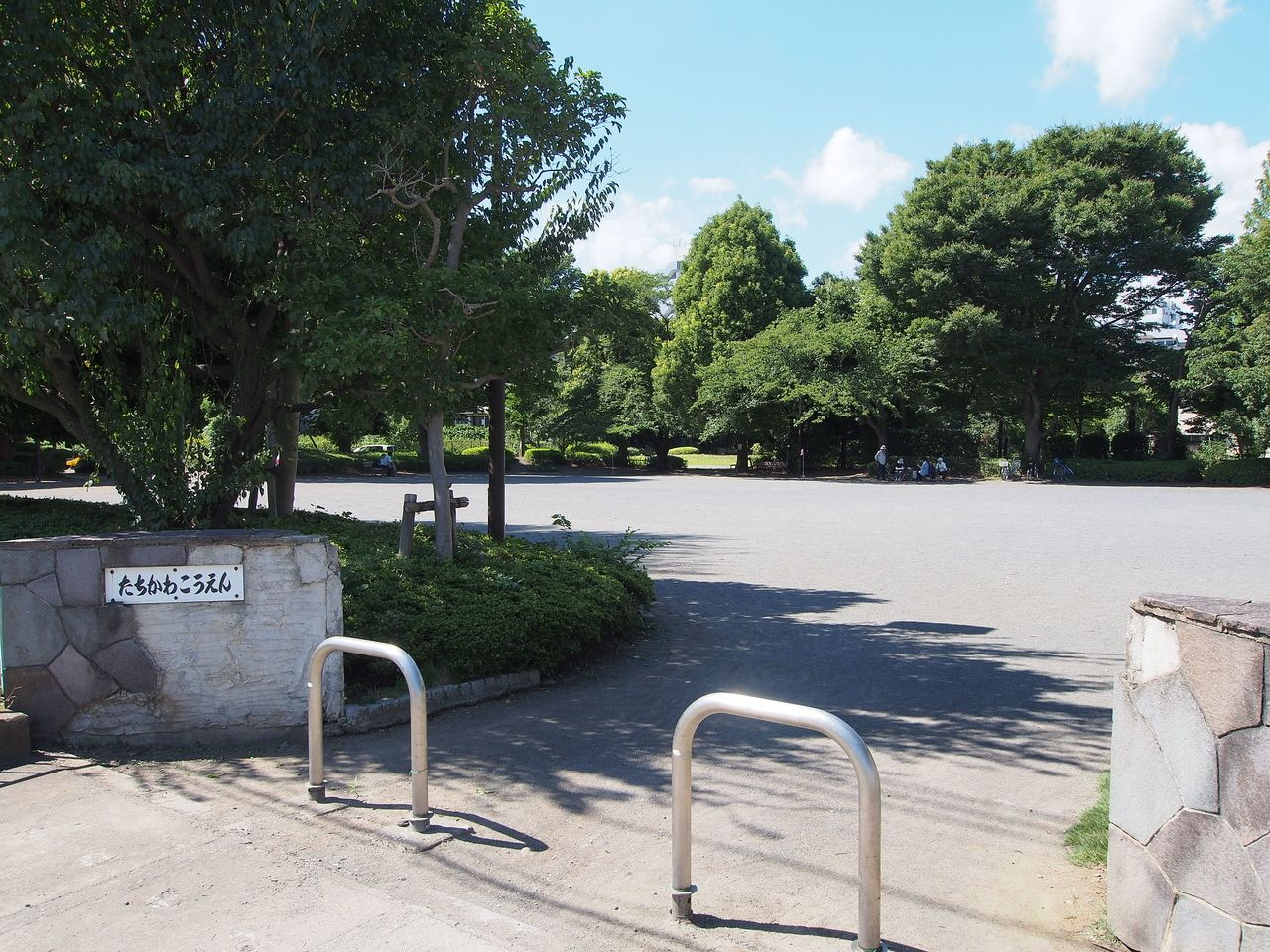 柴崎体育館北側の公園