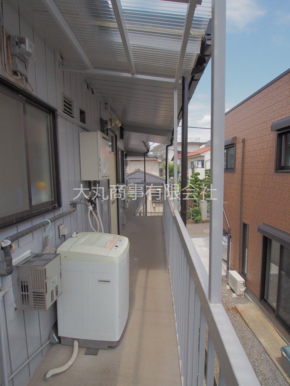 洗濯機置場を兼ねた共用廊下