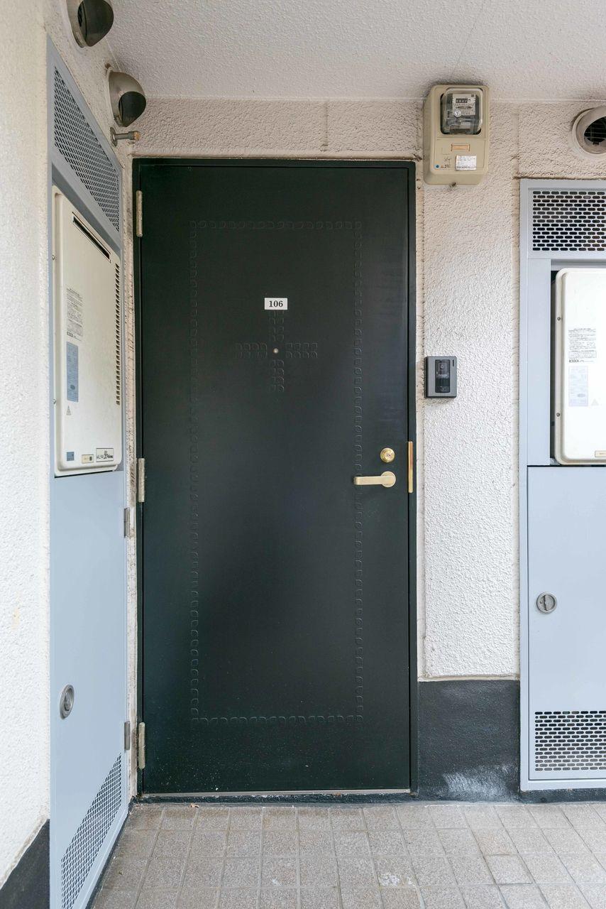 重厚感のあるしっかりしたドア