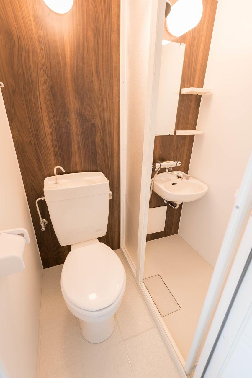 バストイレ別で、バスはシャワールーム