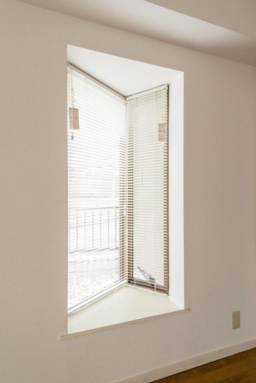 お部屋に広がりを感じさせてくれる出窓