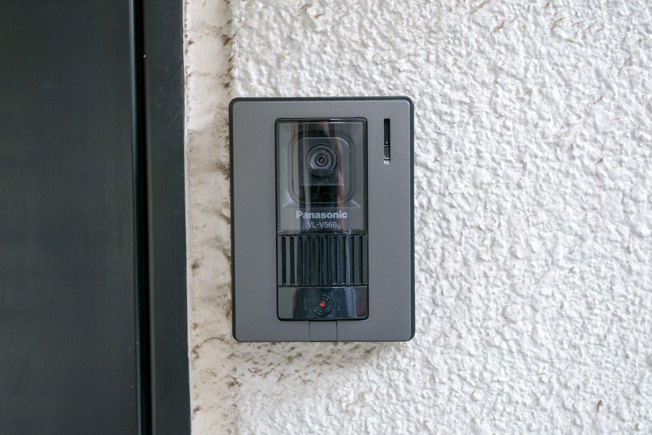 玄関扉横のインターホン