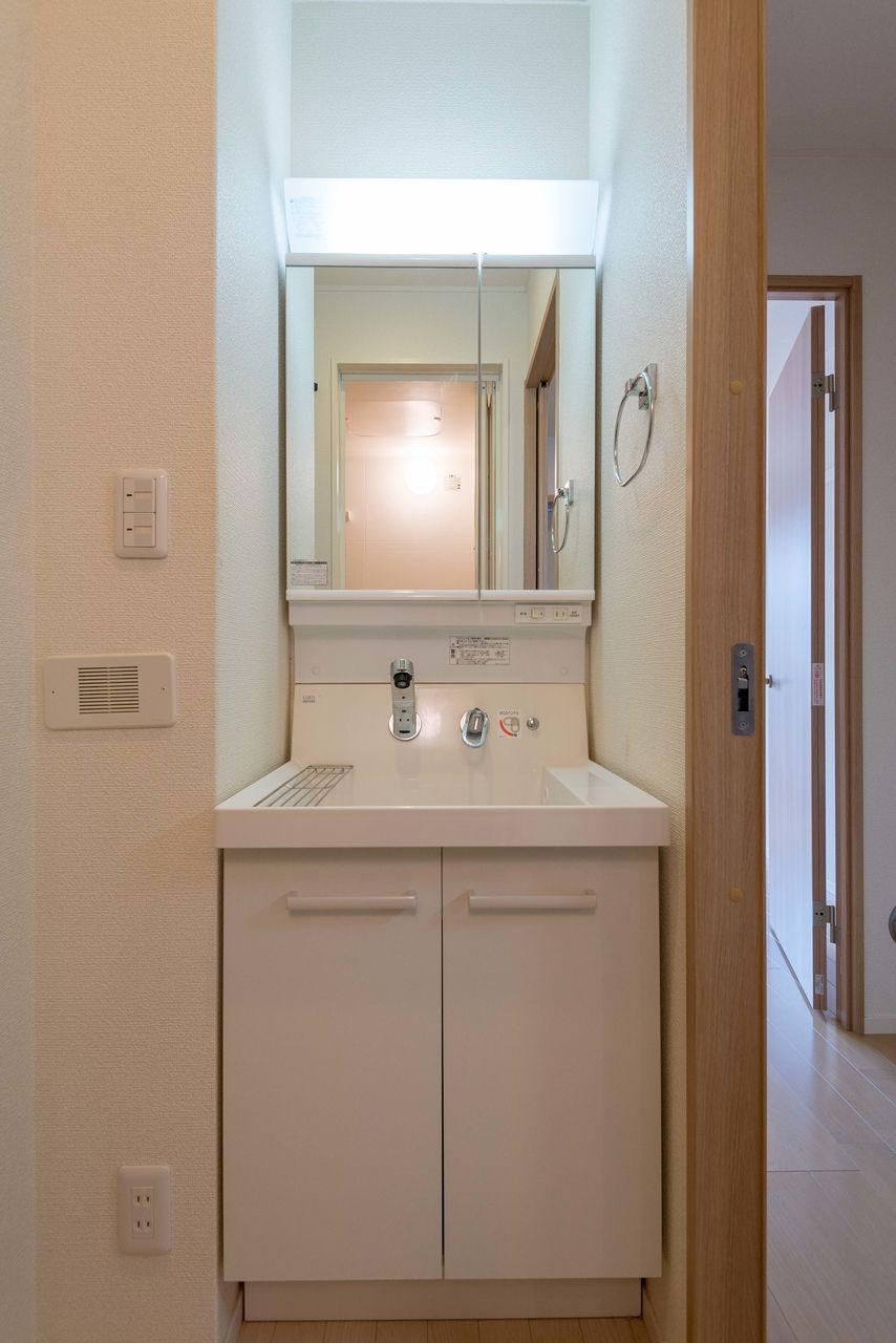 洗面台下に収納のある洗面化粧台