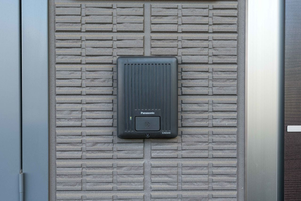 玄関ドア横のインターホンチャイム
