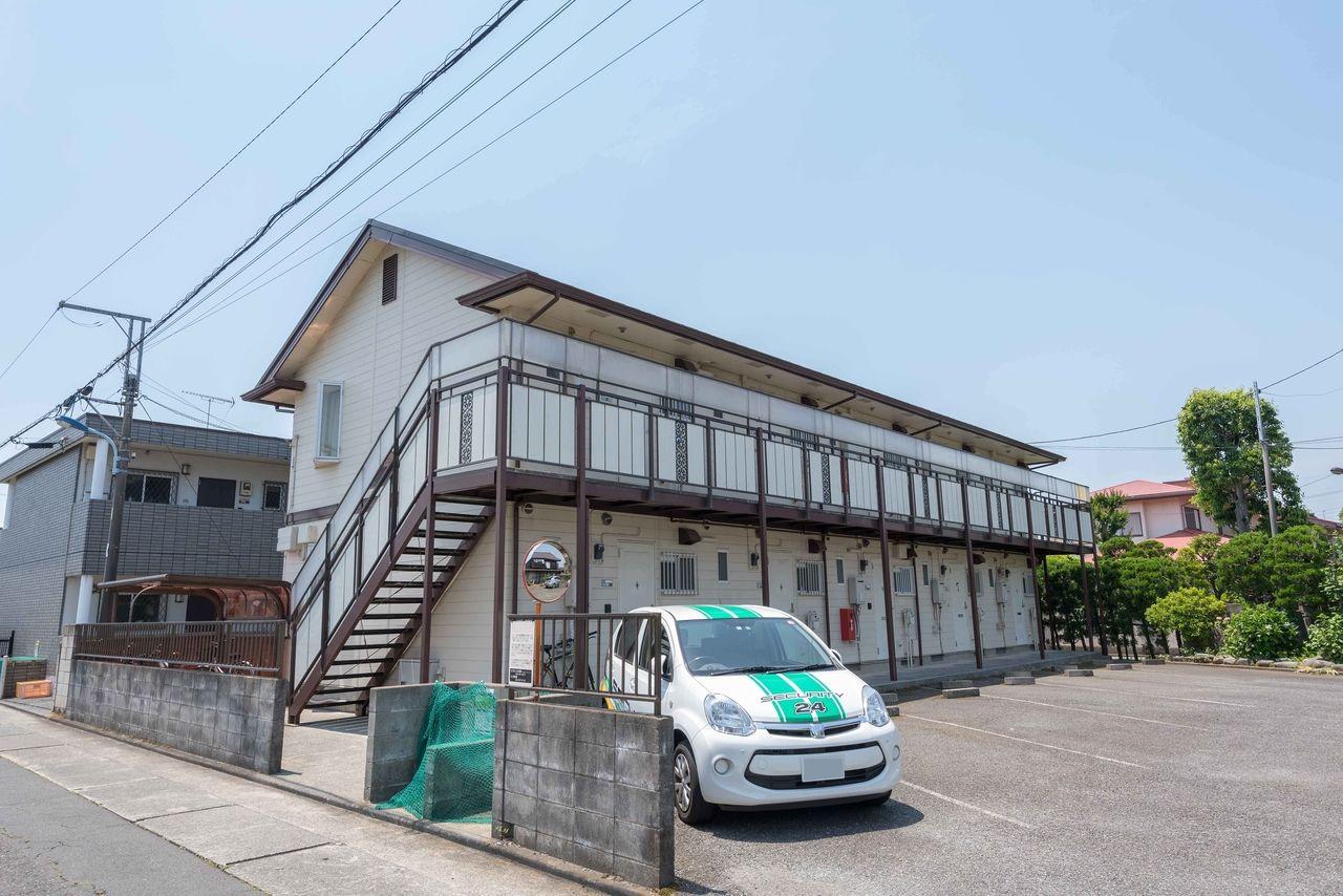 敷地内駐車場のある1階建て単身向けアパート