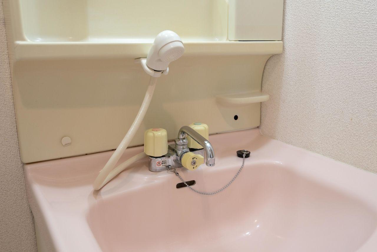 便利なシャワー付きの洗面水栓
