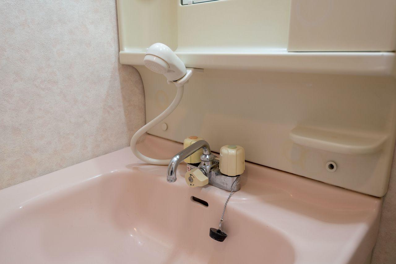 シャワー付き洗面水栓で朝の身支度を楽に