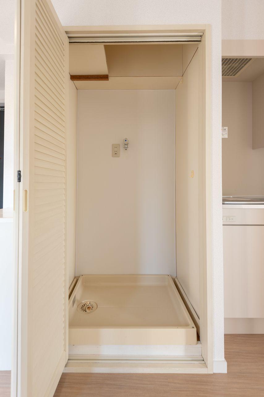 扉で隠せる室内洗濯機置場