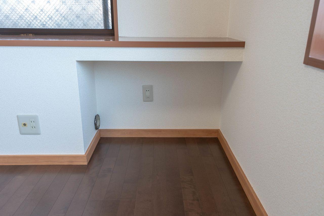 こちらも床置型エアコン置場(壁掛型も利用可能)