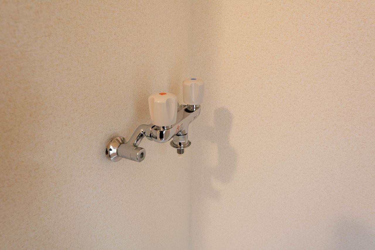 お湯が使える洗濯水栓はワンタッチ式