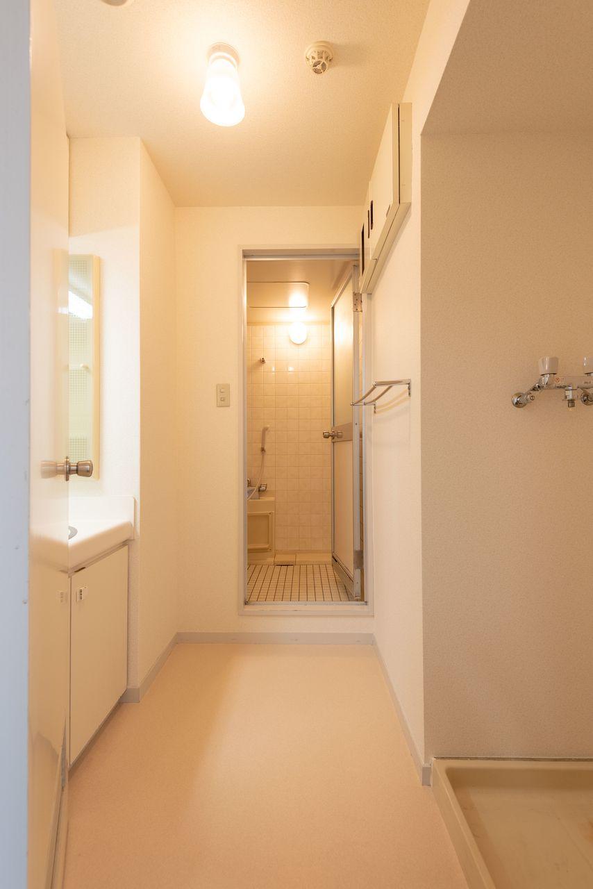 広めの洗面所で朝の時間も効率的