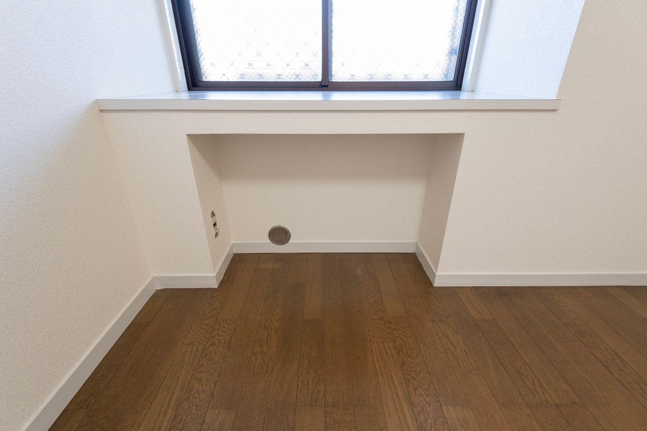 床置型のエアコン置場(壁掛型も利用可能)
